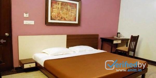 Hotel The Urmi