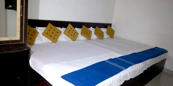 Deluxe Six Bedded Room