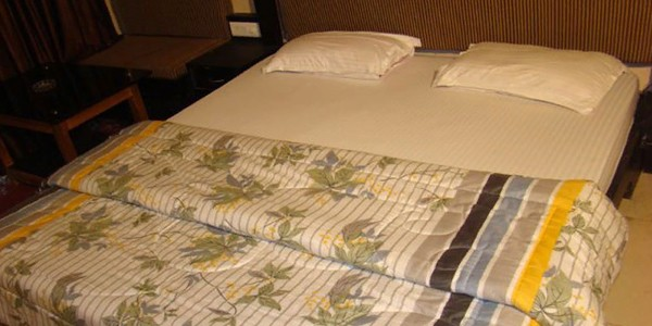 Deluxe Non-AC Double Bed Room with Breakfast