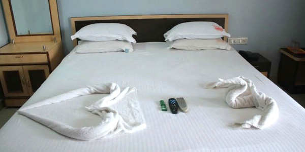 Double Bed Deluxe Non-Ac Room With Breakfast