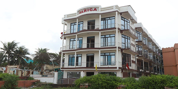 Larica Holiday Inn
